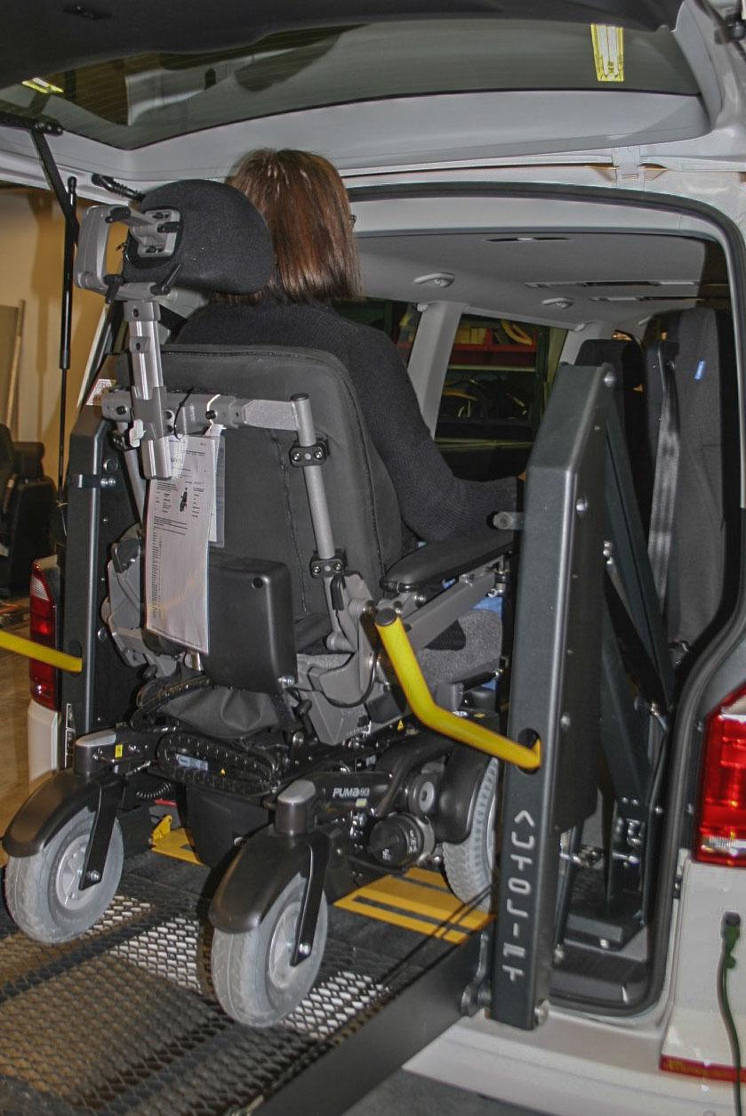 Innkjøring i bil via bakmontert heis