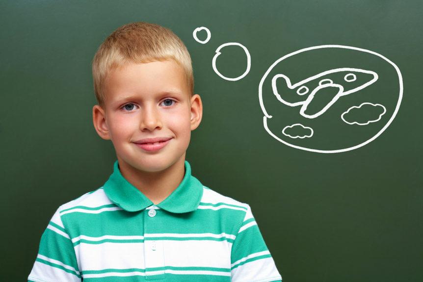 Ung gutt som lurer på hva han skal bli (Foto: Colourbox.com)