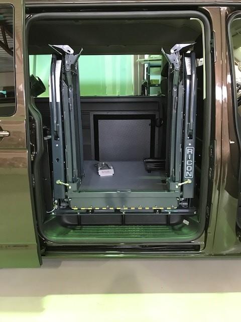 Sidemontert innvendig heis med delt plattform