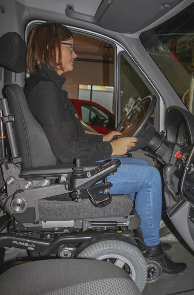 En godt tilpasset elektrisk rullestol kan fungere som førersete. Utsyn kan bli en utfordring. (Foto: G. Grindstuen)