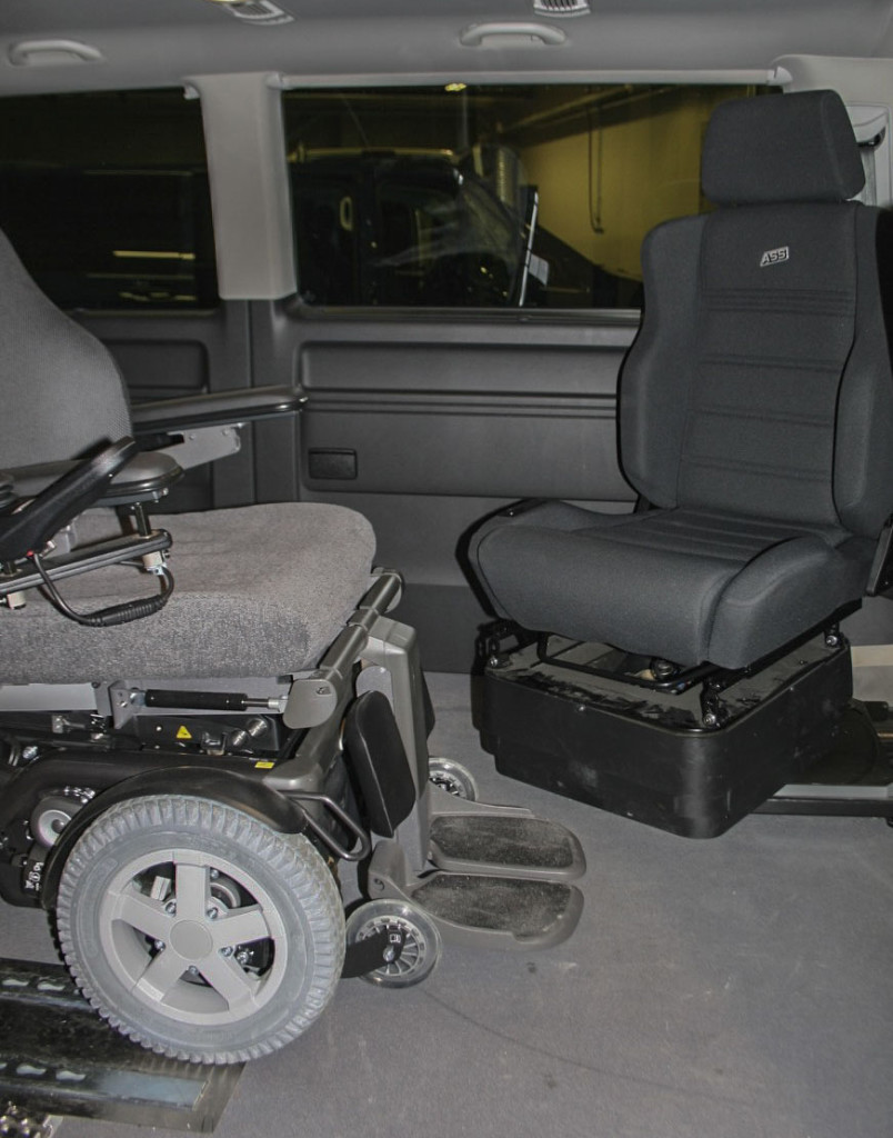 Elektrisk rullestol og svingbart bilsete (Foto: G. Grindstuen)