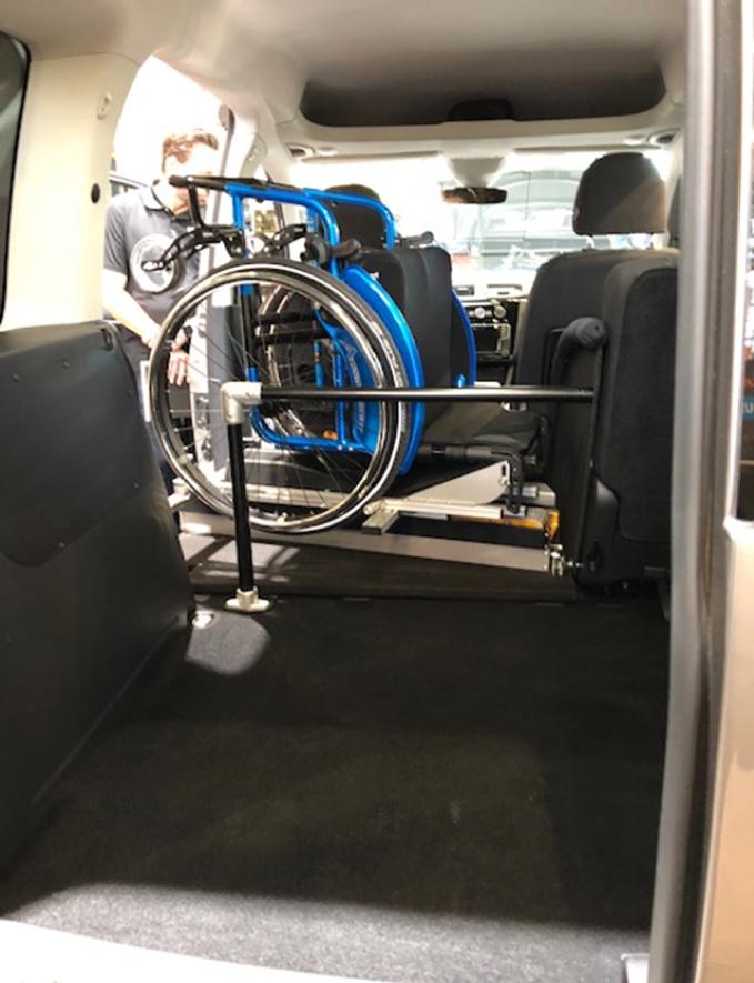 Inntrekk av rullestol via sidedør