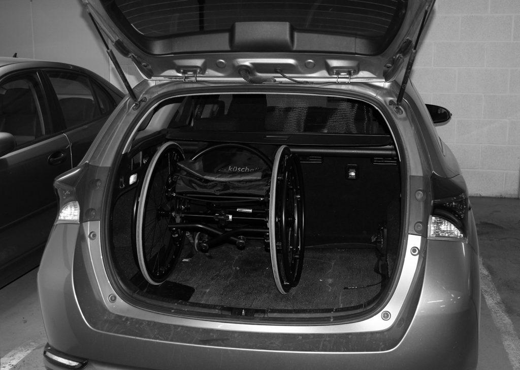 Fastrammestol i bagasjerom på stasjonsvogn