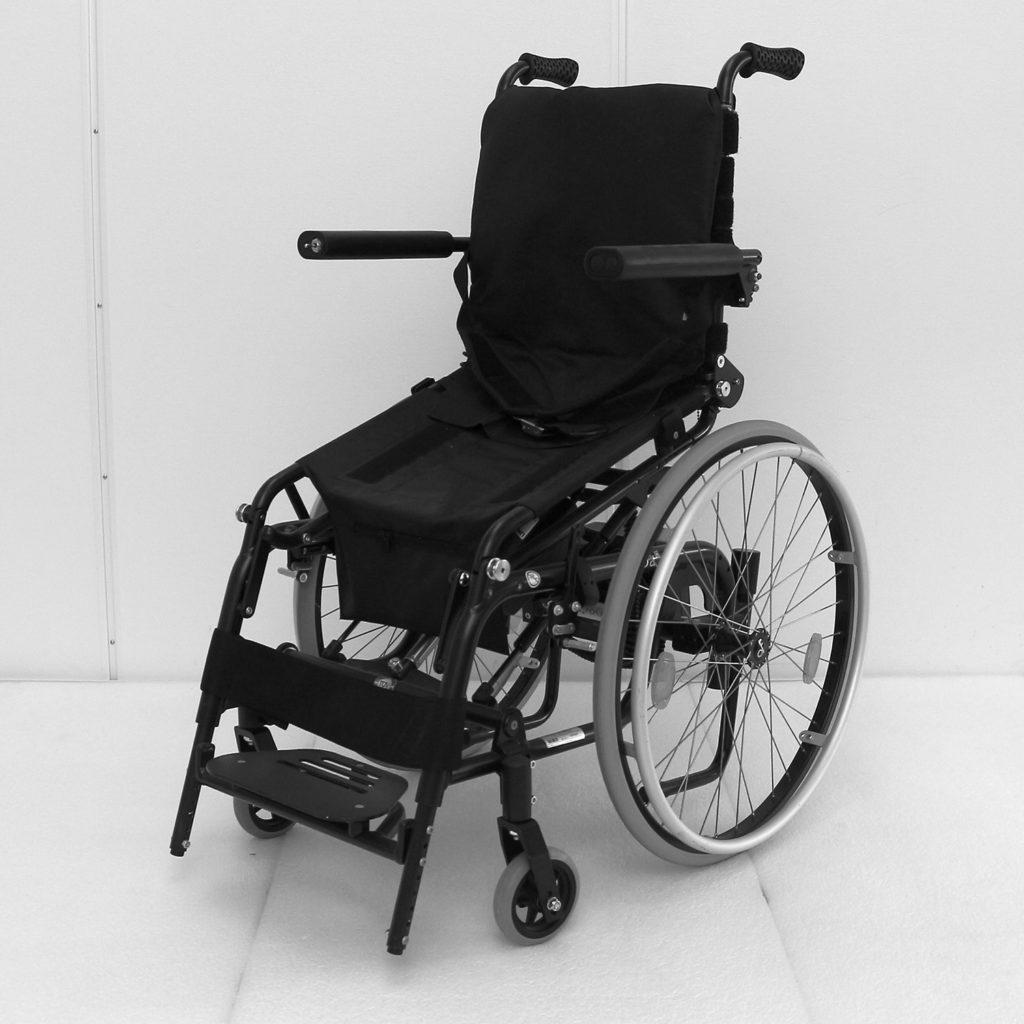Levo manuell rullestol på vei opp i stående