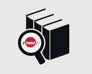 Forstørrelsesglass som viser NAV-logoen på tre permer