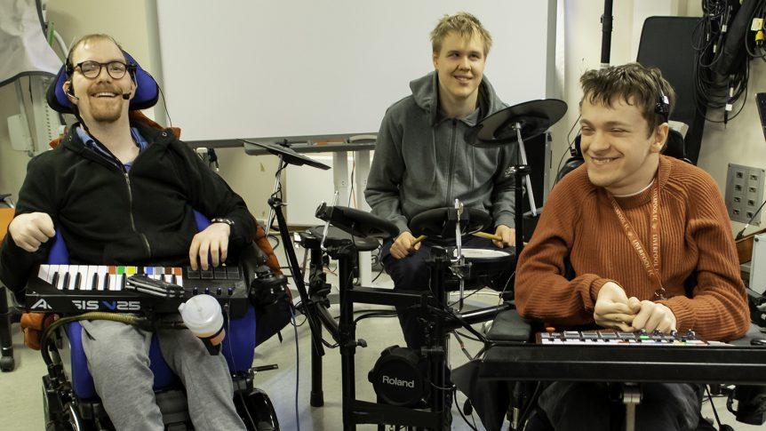 De tre medlemmene i bandet Flame Wheels