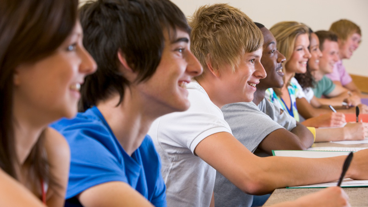 Smilende elever (foto: colourbox.com)