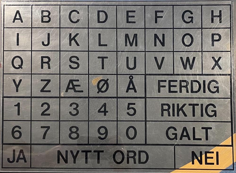 Peketavle med alfabet og noen ord